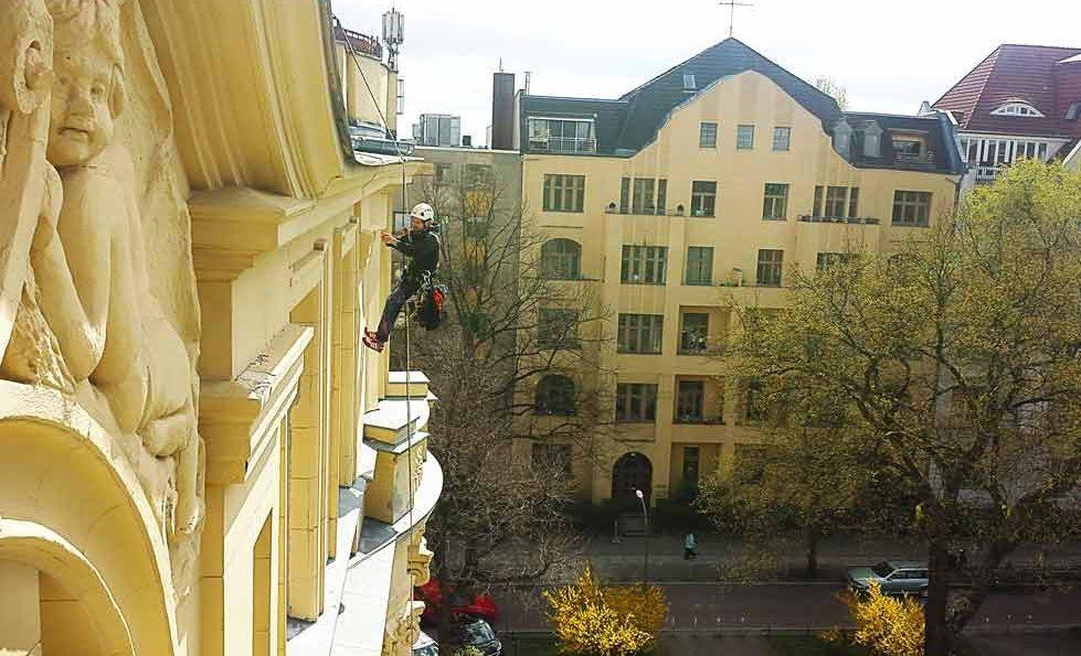 industriekletterer-berlin-kletterkollektiv-Putzarbeit-maurerarbeit-höhenarbeiter