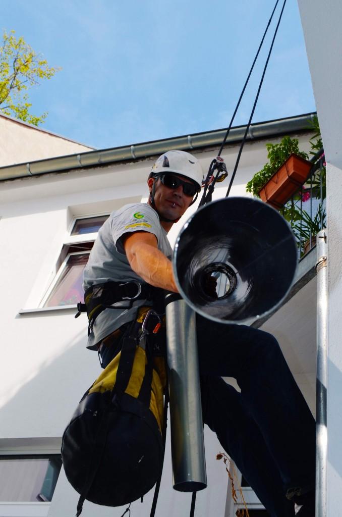 Industriekletterer-Fallrohr-Reparatur-Dachrinnen