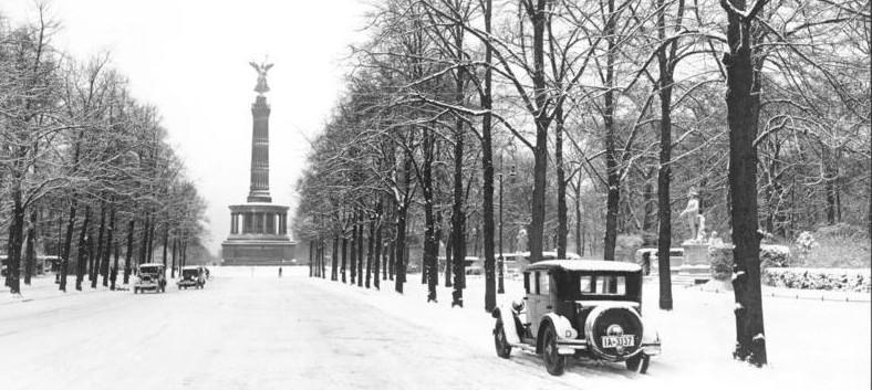 Berlin, Siegesallee im Schnee