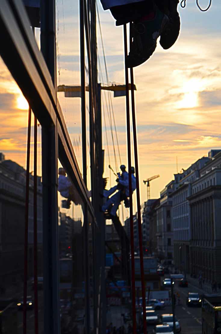 industriekletterer berlin kletterkollektiv-fensterreinigung-fassadenreinigung kletterkollektiv