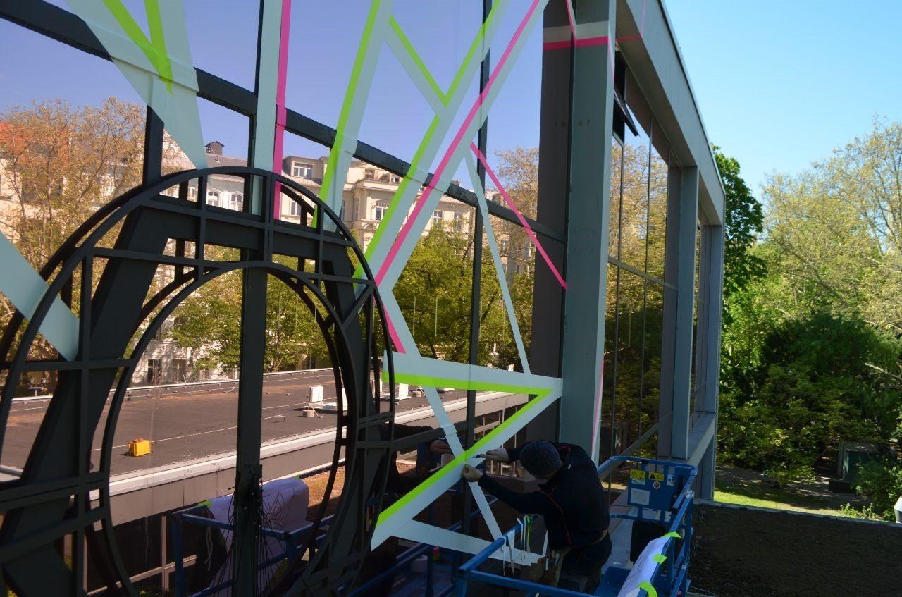 fassadenkletterer-berlin-werbung-montage-veranstaltung handwerk