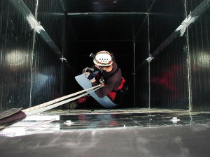 Industrieklettere-Kletterkollektiv-Dämmung-Montage